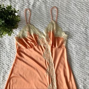 Vintage chemise night gown -peach with cream lace